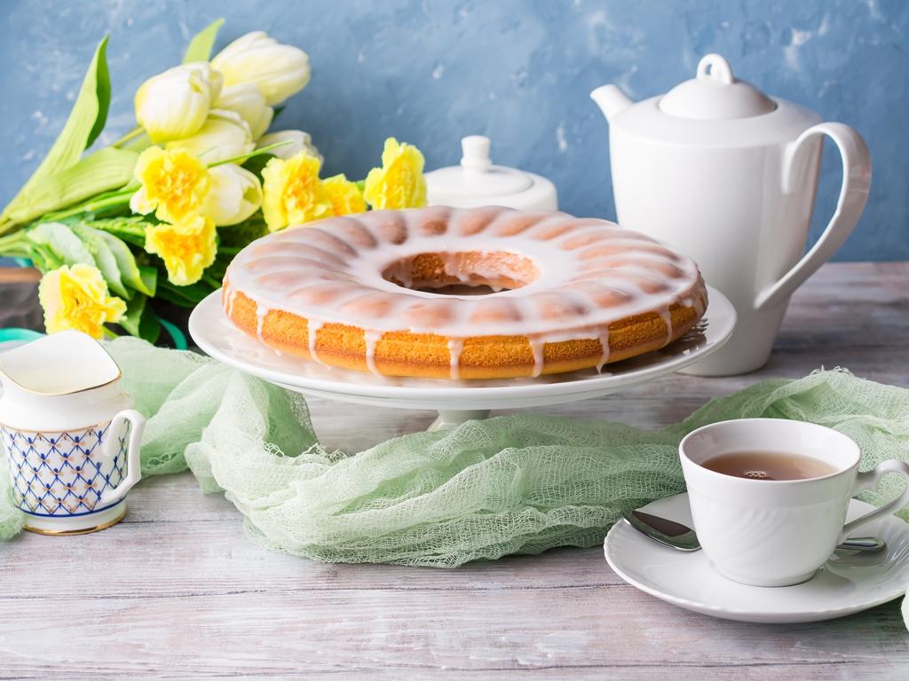 Bundt Cake With Vanilla Glaze