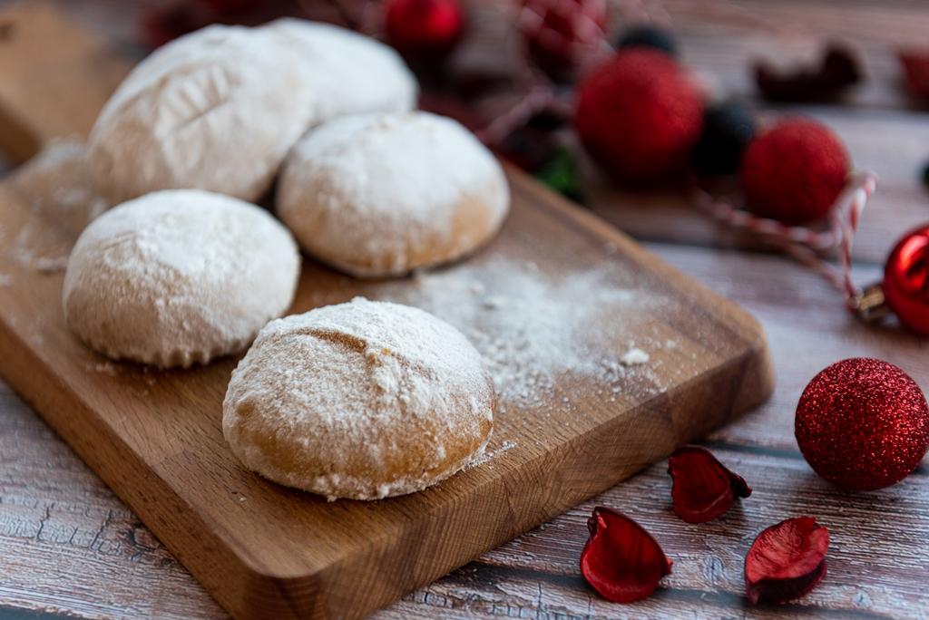 Greek Butter Cookies (Kourabiedes)